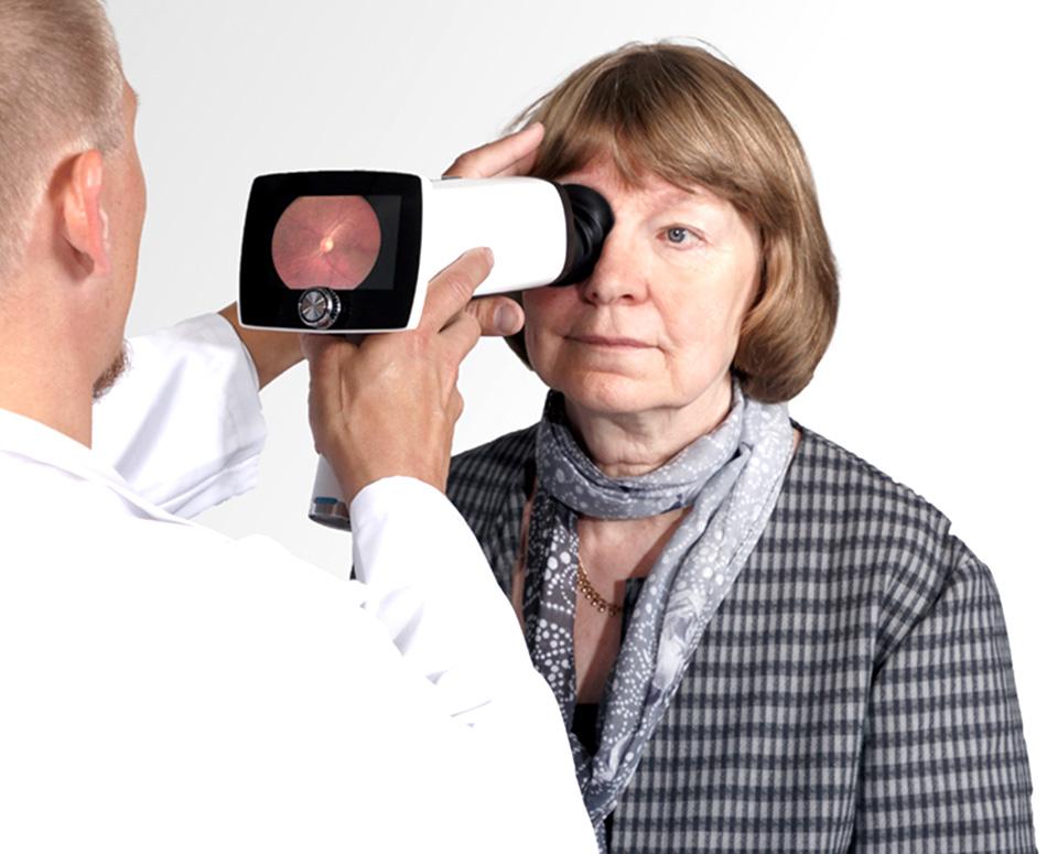Retina Labs - Taking Retinal Photo